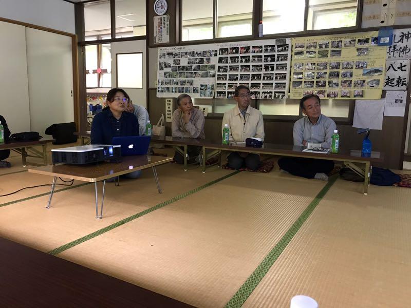雨も降っているので草木公民館での昼食後、そのまま続けて藤井さんのお話を伺いました。